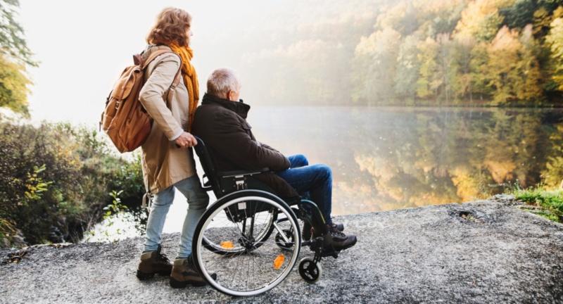 Wie geht man mit Situationen um, in denen der Ehepartner Pflege benötigt?